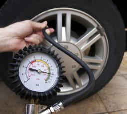 Подкачивай вовремя, и шины не подкачают!